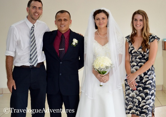 Costa Rican bride and groom Picture