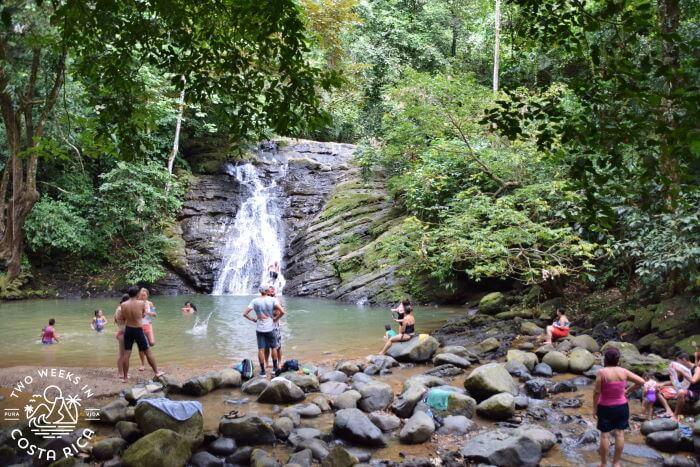Poza Azul Dominicalito Costa Rica